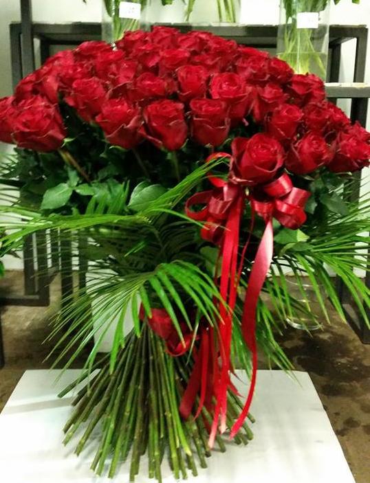 Pušķis- 201 sarkana roze