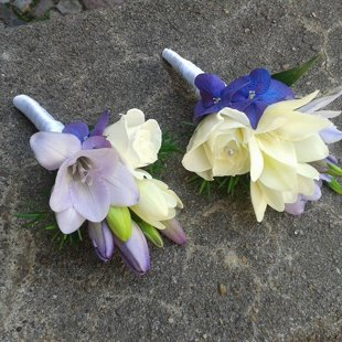 Elegantas ziedu piespraudes.