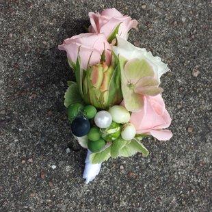 Eleganta ziedu piespraude.
